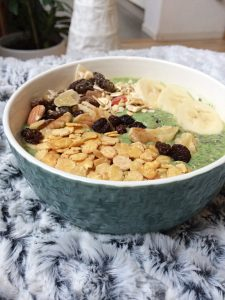 Green Smoothie Bowl Rezept vegan süß